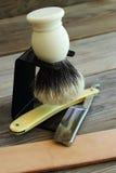 Versorgungen des geraden Rasiermessers und rasieren Lizenzfreie Stockfotografie