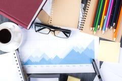 Versorgungen und Geschäftsbericht Stockbilder