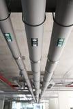 Versorgungs-Wasser-und Abwasserrohr-System Stockfotos