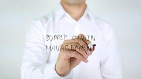 Versorgungskette-Management, Mann-Schreiben auf Glas Stockfotografie