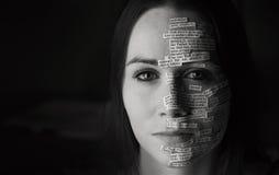 Versos de la biblia en cara del ` s de la mujer imagen de archivo libre de regalías