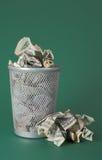Verspild geld - de rekeningen van de Dollar Royalty-vrije Stock Fotografie