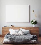 Verspotten Sie herauf leeres Plakat auf der Wand des Schlafzimmers, Stockfotos
