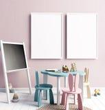 Verspotten Sie herauf Plakat im Innenraum des Kindes playroom Moderne Art Lizenzfreie Stockfotos