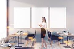 Verspotten Sie herauf Plakatgalerie in einem getonten Restaurant Stockfoto