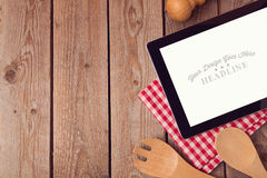 Verspotten Sie herauf Schablone mit Tablette für Rezept, Menü oder das Kochen von APP-Anzeige Stockbild
