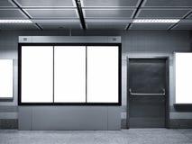 Verspotten Sie herauf vertikale Anzeigen-Leuchtkasten-Plakatanzeige in der U-Bahnstation Lizenzfreie Stockbilder