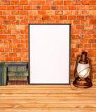 Verspotten Sie oben mit alten Büchern und Kerosinlampe Lizenzfreie Stockfotografie