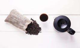 Verspreide de bonen van de koffie Stock Afbeeldingen