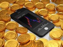 Verspreide goud gekleurde Bitcoins en Smartphone Stock Fotografie
