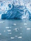 Verspreidend drijvend ijs over het overzees Stock Foto