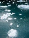 Verspreidend drijvend ijs over het overzees Stock Foto's