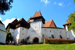 Verstärkte mittelalterliche Kirche im Dorf Viscri, Siebenbürgen Lizenzfreie Stockfotos