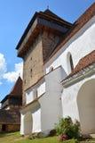 Verstärkte mittelalterliche Kirche im Dorf Viscri, Siebenbürgen Stockbilder