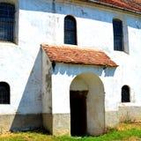 Verstärkte mittelalterliche sächsische Kirche im Dorf Cincu, Grossschenk, Siebenbürgen, Rumänien Stockbild