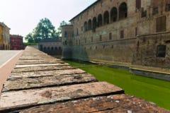 Verstärkte Wand in Schloss Rocca Sanvitale Fontanellato, Italien lizenzfreies stockbild