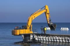 Verstärkung des Ufers des Meeres Stockfotografie