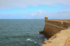 Verstärkung und Meer Cadiz, Spanien Lizenzfreies Stockbild