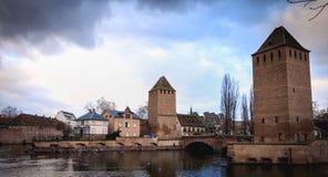 Verstärkungen des großen Verschlusses in der historischen Mitte von Straßburg lizenzfreie stockfotos