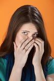 Verstecken ihres Gesichtes Lizenzfreies Stockbild