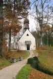 Versteckte bayerische Kirche Stockfotografie