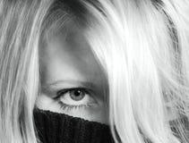 Versteckte Frau lizenzfreie stockfotografie