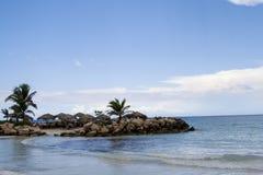 Versteckter Strand in den Karibischen Meeren Stockbild