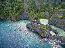 Versteckter Strand in Matinloc-Insel in EL Nido, Palawan, Philippinen Weg des Ausflugs C und Besichtigungs-Platz Stockbilder