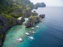 Versteckter Strand in Matinloc-Insel in EL Nido, Palawan, Philippinen Weg des Ausflugs C und Besichtigungs-Platz Stockbild