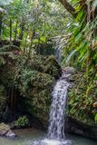 Versteckter Wasserfall lizenzfreie stockfotografie