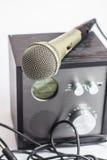 Versterker dichte omhooggaand en microfoon Royalty-vrije Stock Foto