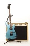 Versterker en gitaar Stock Afbeelding