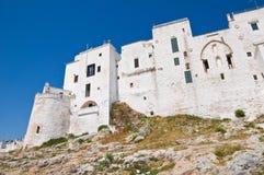 Versterkte muren. Ostuni. Puglia. Italië. Stock Foto's