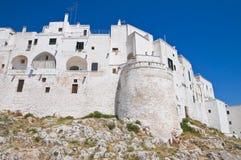Versterkte muren. Ostuni. Puglia. Italië. Stock Afbeeldingen