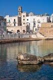 Versterkte muur. Monopoli. Puglia. Italië. stock foto
