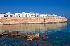 Versterkte muur. Monopoli. Puglia. Italië. royalty-vrije stock fotografie
