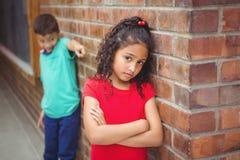 Verstoord kind die door een ander kind worden geplaagd Royalty-vrije Stock Foto