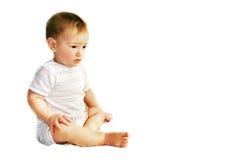 Verstoorde babyjongen over wit Royalty-vrije Stock Afbeeldingen