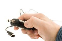Verstopfen Sie die männliche Hand für elektrischen Strom Stockfotografie