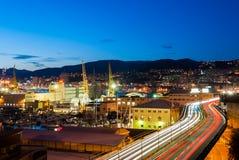 Verstopfte Straße über dem Hafen in Genua Lizenzfreie Stockfotografie