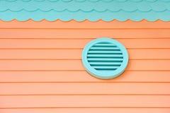 Verstrek verse lucht in huis Ventilatie op huis De gehele systemen van de huisventilatie Manieren om uw huis te ventileren lucht stock foto