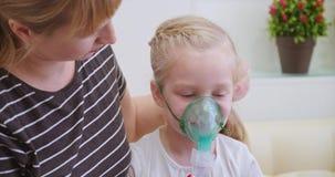 Verstuiver of inhaleertoestel stock videobeelden