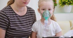 Verstuiver of inhaleertoestel stock footage