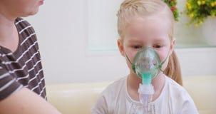 Verstuiver of inhaleertoestel stock video