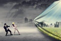 Versuch mit zwei Ingenieuren, zum von Umwelt zu speichern Lizenzfreies Stockfoto