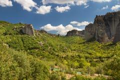 Versuchen Sie, ein Kloster auf dem Felsen zu finden Stockbilder