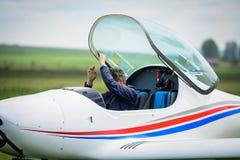 Versuchs, das Cockpit lassend lizenzfreies stockbild