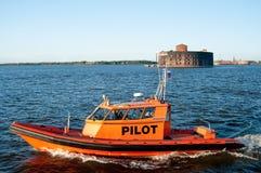 Versuchsboot des russischen Hafens in St Petersburg Lizenzfreies Stockfoto