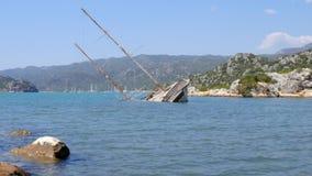 Versunkenes Schiff im Mittelmeer stock footage