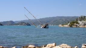 Versunkenes Schiff im Mittelmeer stock video